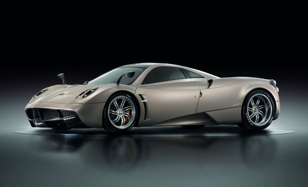 2013-Pagani-Huayra-in-studio
