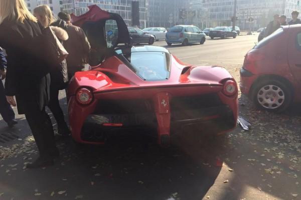 laferrari accident in bupdapest 4 - В Будапеште разбился суперкар LaFerrari
