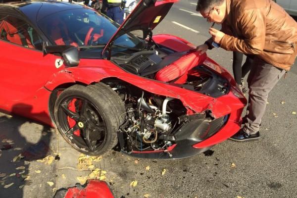 laferrari accident in bupdapest 6 - В Будапеште разбился суперкар LaFerrari