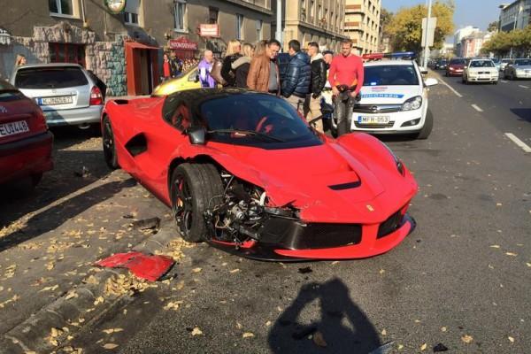 laferrari accident in bupdapest - В Будапеште разбился суперкар LaFerrari