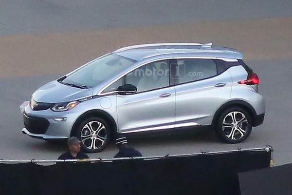2017-chevrolet-bolt-spy-photo (2)