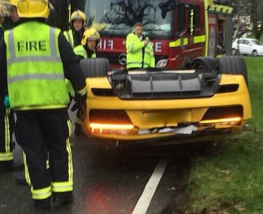 wcf audi r8 v10 plus crash audi r8 v10 plus crash e1450195862229 - В Великобритании парень перевернул на крышу новый Audi R8