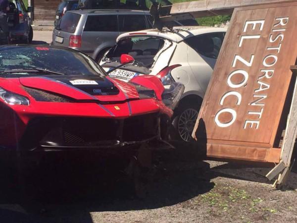 Ferrari LaFerrari Crash 10 - Два суперкара LaFerrari  столкнулись в Италии