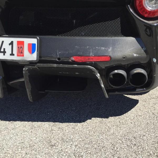 Ferrari LaFerrari Crash 2 - Два суперкара LaFerrari  столкнулись в Италии
