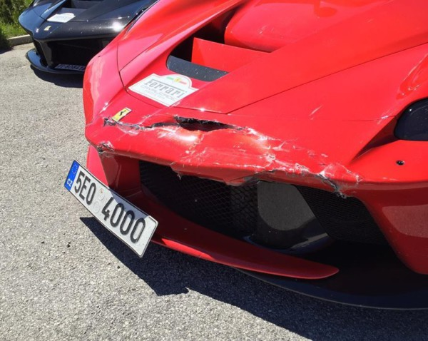Ferrari LaFerrari Crash 3 - Два суперкара LaFerrari  столкнулись в Италии