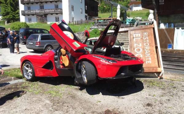 Ferrari LaFerrari Crash 8 - Два суперкара LaFerrari  столкнулись в Италии