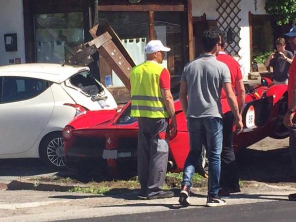 Ferrari LaFerrari Crash 9 - Два суперкара LaFerrari  столкнулись в Италии